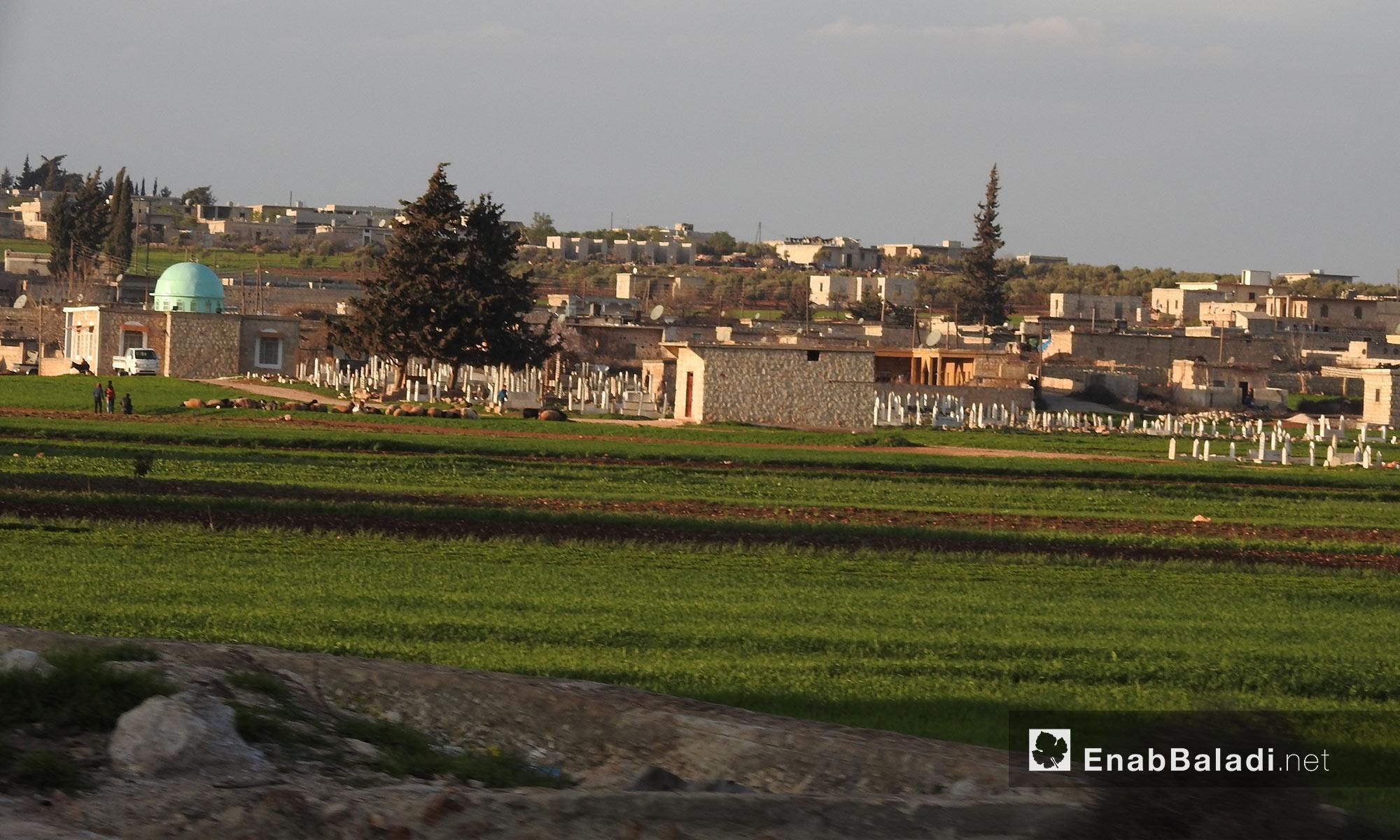 مقبرة ومنازل على الطريق بين قرى جلبل ومريمين وأناب في عفرين - 11 آذار 2018 (عنب بلدي)