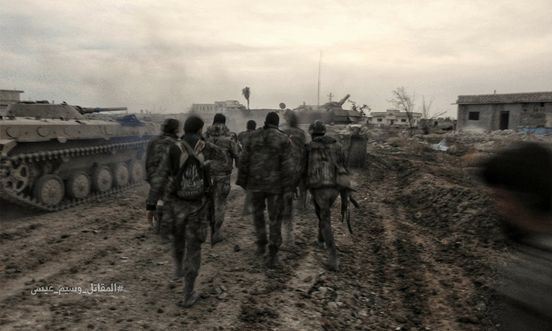 عناصر من قوات الأسد على جبهات قطاع المرج شرقي دمشق - 27 شباط 2018 (وسيم عيسى)