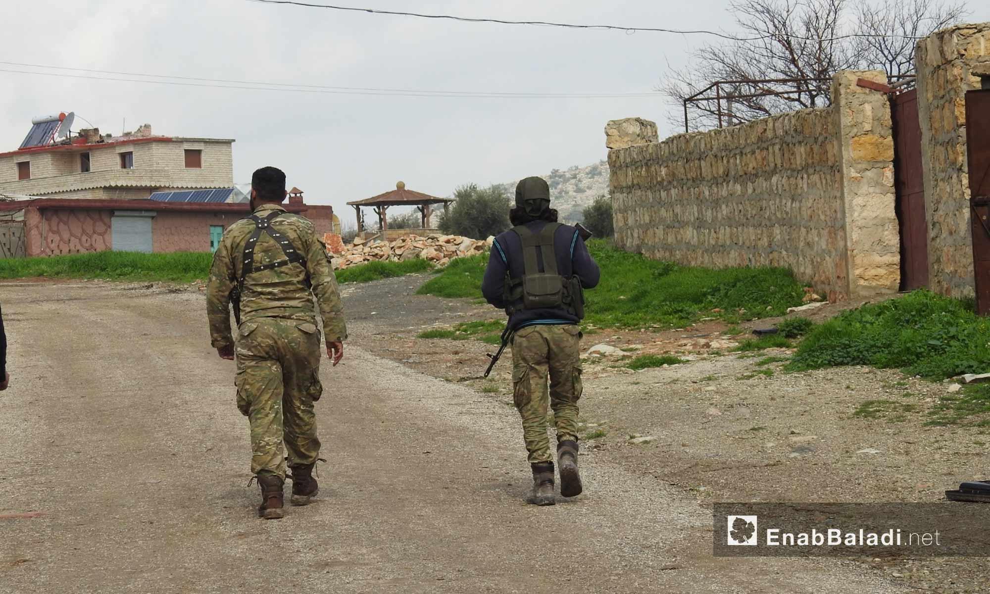 عناصر من الجيش الحر في قرية زيتونة بمحيط منطقة عفرين - 5 آذار 2018 (عنب بلدي)