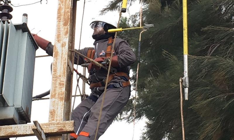 إصلاح أعطال الكهرباء في عكار بلبنان (NNA)