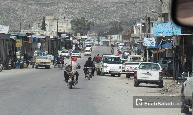 الطريق العام في قلعة المضيق غربي جماة - 5 آذار 2018 (عنب بلدي)
