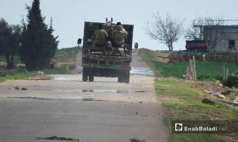 شاحنة تحمل جنود من الجيش الحر في بلدة كرناز بعد السيطرة عليها – 14 آذار 2018 (عنب بلدي)