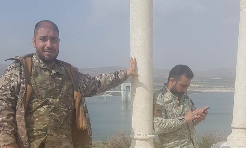 """عناصر من """"الجيش الحر"""" قرب سد ميدانكي شمالي عفرين - 7 آذار 2018 (تويتر)"""