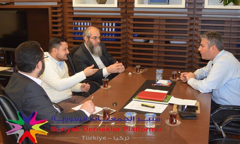 اجتماع منبر الجمعيات السورية مع مدير الهجرة في اسطنبول، حسين إلغورموش، 14 آذار 2018 (منبر الجمعيات السورية في فيس بوك)