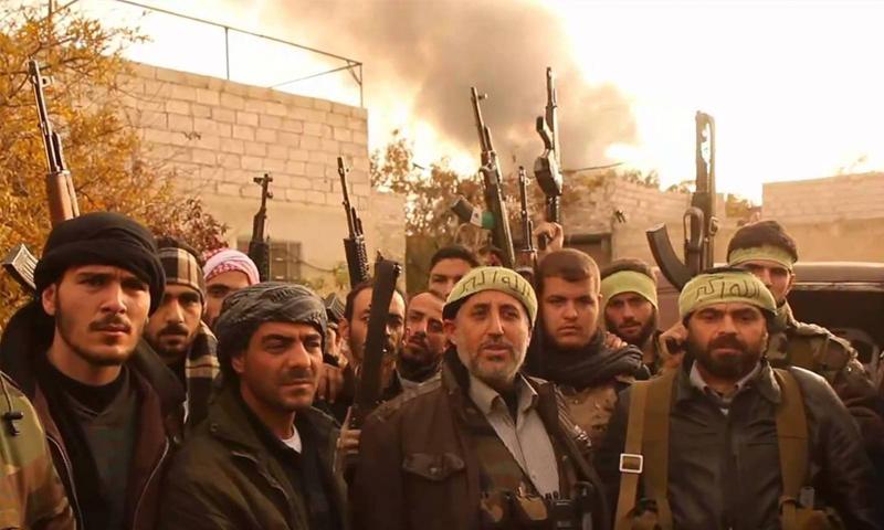 أبو صبحي طه مع عدد من عناصر جيش الأمة - كانون الأول 2014 (فيس بوك)