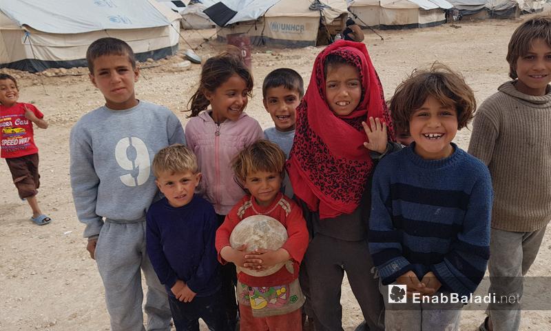 أطفال داخل مخيم العريشة بريف الحسكة الجنوبي - 9 آذار 2018 (عنب بلدي)