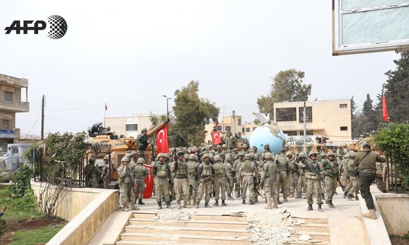 عناصر من الجيش التركي وسط مدينة عفرين - 18 آذار 2018 (عمر حاج قدور - AFP)