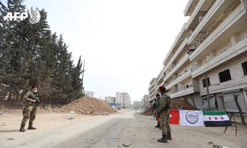 حاجز للجيشين التركي والحر في مدينة عفرين - 18 آذار 2018 (عمر حاج قدور- AFP)