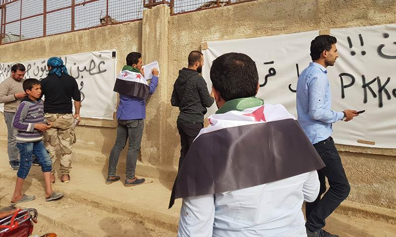 """ناشطون يحضرون لتظاهرة """"غضب الزيتون"""" في ريف حلب الشمالي - 22 آذار 2018 (فيس بوك)"""