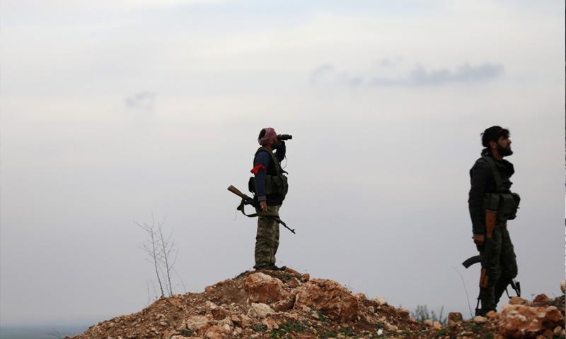 عناصر من الجيش الحر في قرية مريمين شمالي عفرين - آذار 2018 (رويترز)