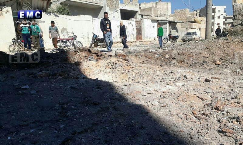 آثار القصف على معرة مصرين في ريف إدلب - 12 آذار 2018 (مركز إدلب الإعلامي)