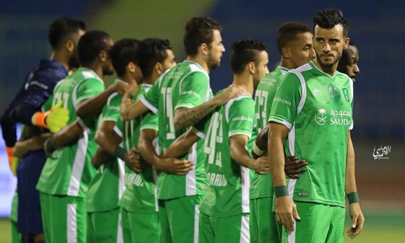 عمر السومة مع رفاقه في نادي الأهلي - تشرين الاول 2017 (فيس بوك)