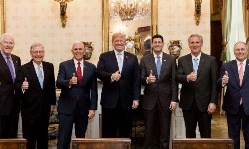 ترامب يتوسط أعضاء الكونغرس الأمريكيين من الجمهوريين - 11 من نيسان 2018 (الصفحة الشخصية للرئيس الأمريكي في تويتر)