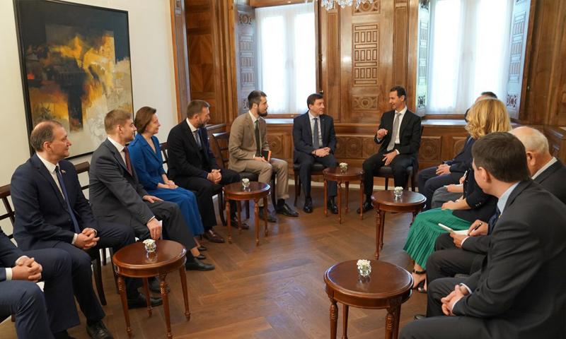 الأسد خلال لقائه الوفد البرلماني الروسي - 15 من نيسان 2018 (رئاسة الجمهورية السورية)