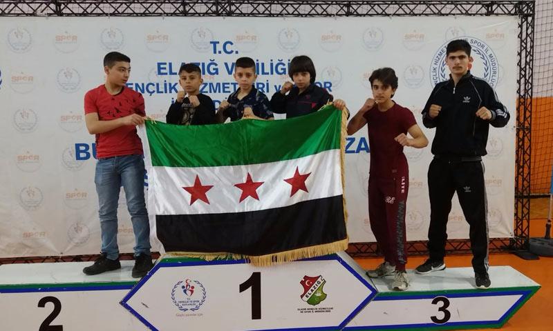 """فريق """"الرواد"""" المشارك في البطولة التركية كممثل لولاية غازي عنتاب - 29 من نيسان 2018 (عنب بلدي)"""