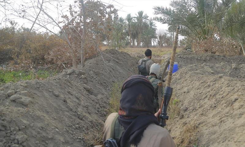 """عناصر من تنظيم """"الدولة الإسلامية"""" في محيط البوكمال جنوبي دير الزور - شباط 2018 (ولاية الفرات كما يسميها التنظيم)"""