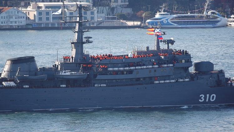 السفينة البحرية الروسية أثناء عبورها المضيق في 2 نيسان 2018(HABER 7)