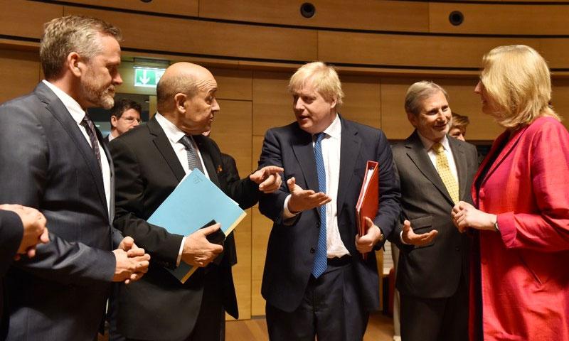 عدد من وزراء خارجية الاتحاد الأوروبي في قمة بروكسل - 16 نيسان 2018 (رويترز)
