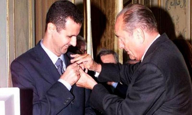 الرئيس الفرنسي يقلد بشار الاسد وسام الشرف في 2011 (DR)
