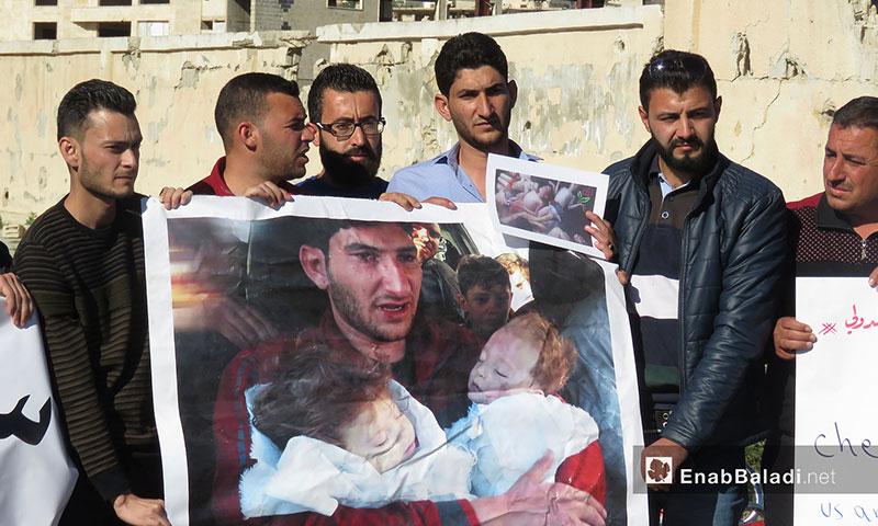 مظاهرات لإحياء ذكرى مجزرة خان شيخون في الشمال السوري - 4 نيسان 2018 (عنب بلدي)