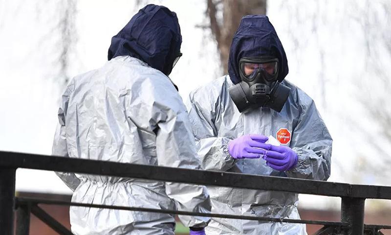 """خبراء في مختبر """"بورتون داوت"""" البريطاني (AFP)خبراء في مختبر """"بورتون داوت"""" البريطاني (AFP)"""
