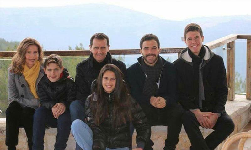 رئيس النظام مع عائلته وابن أخته باسل آصف شوكت (موقع الرئاسة فيس بوك)