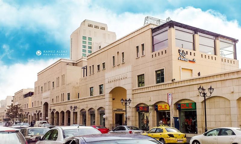 """سلسلة محلات مجمع """"بوليفارد"""" المحيط بفندق """"فورسيزونز"""" دمشق (المصور رامز الساج)"""
