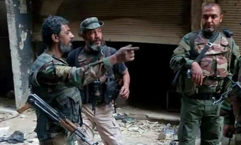 ضباط من حركة التحرير الفلسطيني على جبهات مخيم اليرموك جنوبي دمشق - 22 نيسان 2018 (فيس بوك)