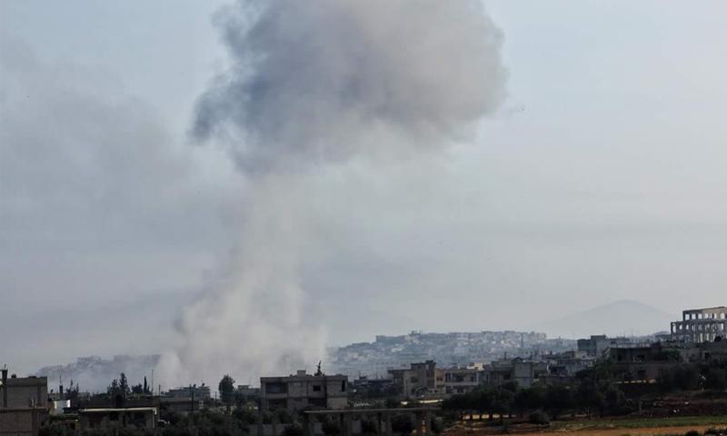 غارة جوية من الطيران الحربي استهدفت مدينة الرستن شمالي حمص - 30 نيسان 2018 (فيس بوك)