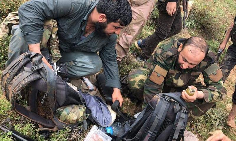 عناصر من الجيش الحر خلال عملية إلقاء القبض على خلية تتبع للوحدات في محيط عفرين - 30 نيسان 2018 (فيس بوك)