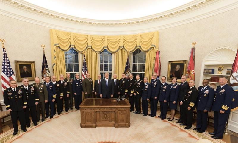 الرئيس الأمريكي دونالد ترامب مع أعضاء مجلس الأمن القومي الأمريكي - 10 نيسان 2018 (تويتر)