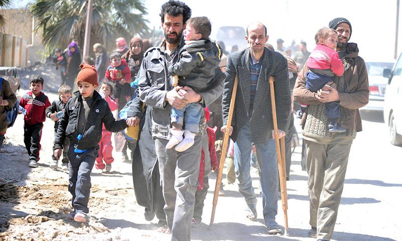 خروج مواطنين من الغوطة الشرقية (سانا)