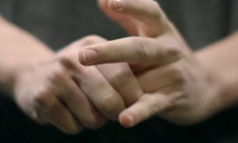 ثلاث معادلات رياضية جديدة تفسر أصوات فرقعة الأصابع (انترنت)
