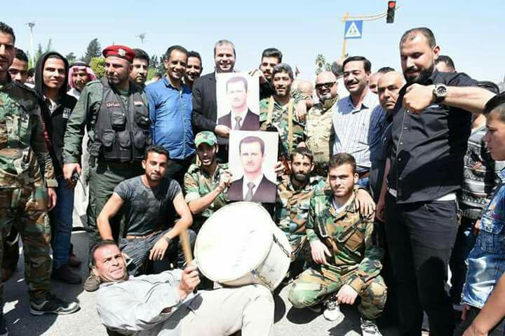 احتفالات في حماة عقب الضربة العسكرية الأمريكية على النظام السوري - 14 نيسان 2018 (شبكات محلية موالية)