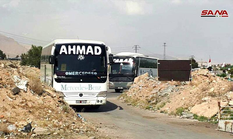 حافلات تدخل مدينة دوما لإخراج المدنيين والمقاتلين - 8 نيسان 2018 (سانا)