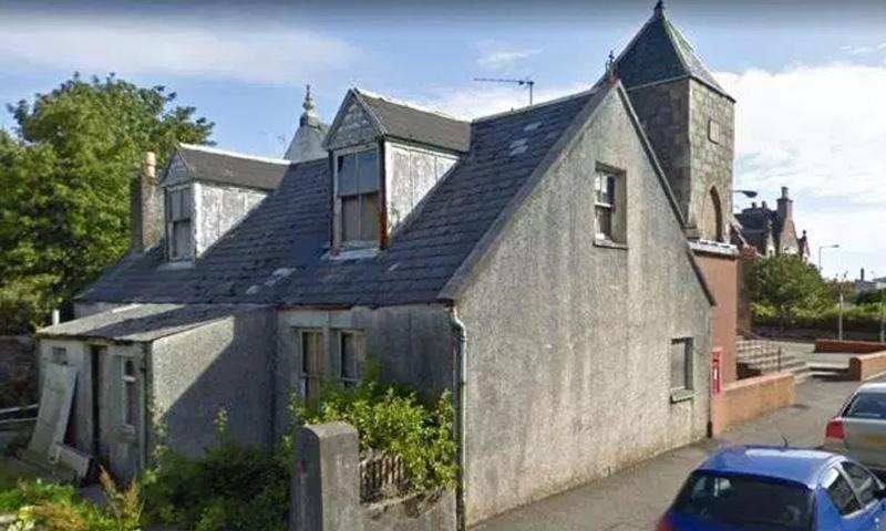 """تحويل كوخ قديم إلى مسجد في جزيرة """"هبريدز"""" الاسكتلندية (المصور مايك ميريت)"""