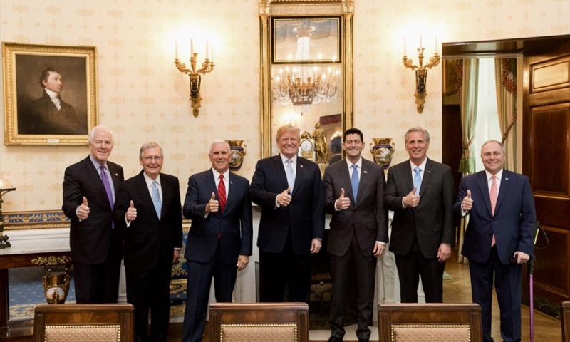الرئيس الأمريكي دونالد ترامب مع أعضاء مجلس الأمن القومي - 10 من نيسان 2018 (حساب ترامب على تويتر)