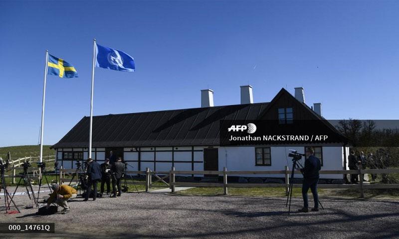 """مقر """"الخلوة الأممية"""" في السويد أثناء انتظار الصحفيين في 21 نيسان 2018 (AFP)"""