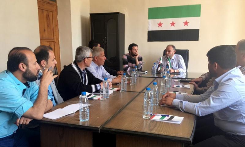 اجتماع لأعضاء مجلس جنديرس المحلي في محيط عفرين - 21 نيسان 2018 (الائتلاف السوري)