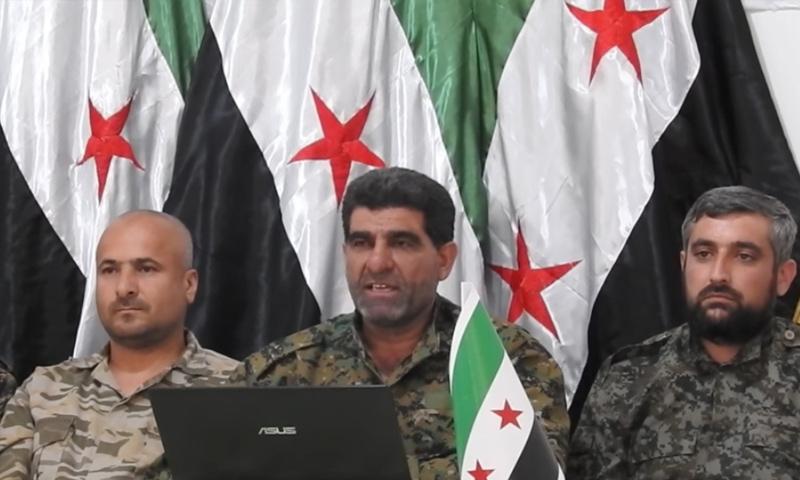 العقيد الركن إبراهيم بكار أبو خليل (وسط) خلال إعلان بيان تشكيل قيادة المنطقة الوسطى - (يوتيوب)