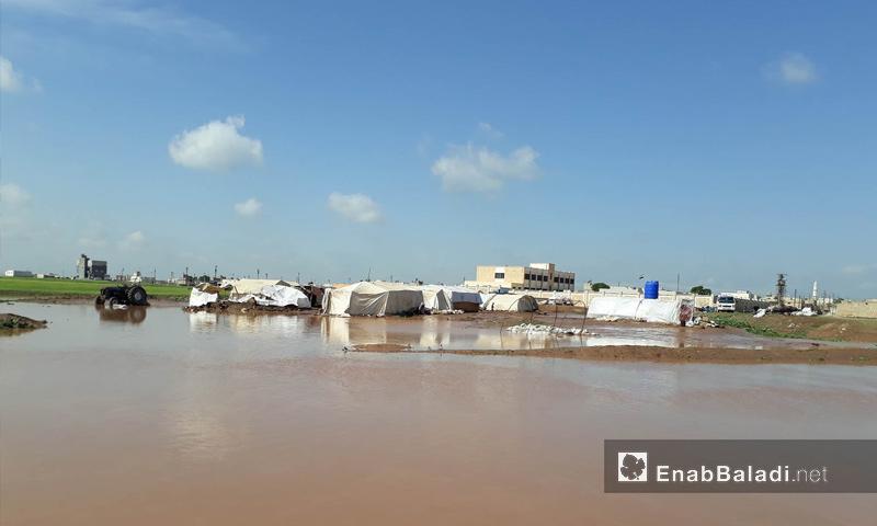غرق مخيمات للنازحين جراء فيضان نهر قويق في ريف حلب الشمالي - 11 من نيسان 2018 (عنب بلدي)