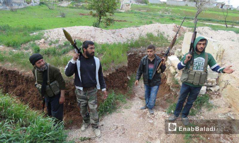 عناصر من حركة تحرير الوطن على جبهة كتيبة الهندسة شمال الرستن - آذار 2018 (عنب بلدي)