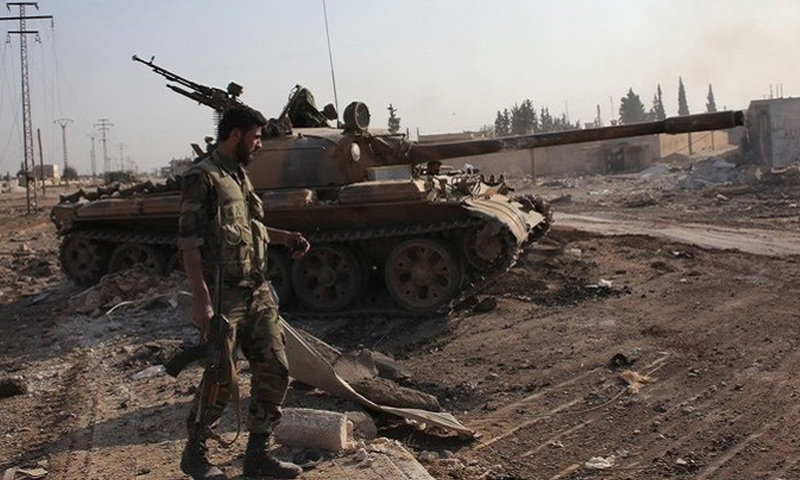 عنصر من قوات الأسد بريف حمص الشرقي - كانون الأول 2017 (فيس بوك)