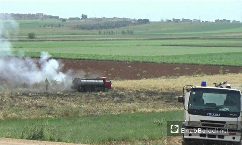 حرائق تطال المحاصيل الزراعية في قرية الزكاة بريف حماة - 1 من أيار 2018 (عنب بلدي)