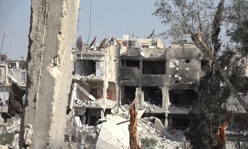 آثار الدمار في مخيم اليرموك جراء المواجهات العسكرية بين تنظيم الدولة وقوات الأسد - 17 من أيار 2018 (أعماق)