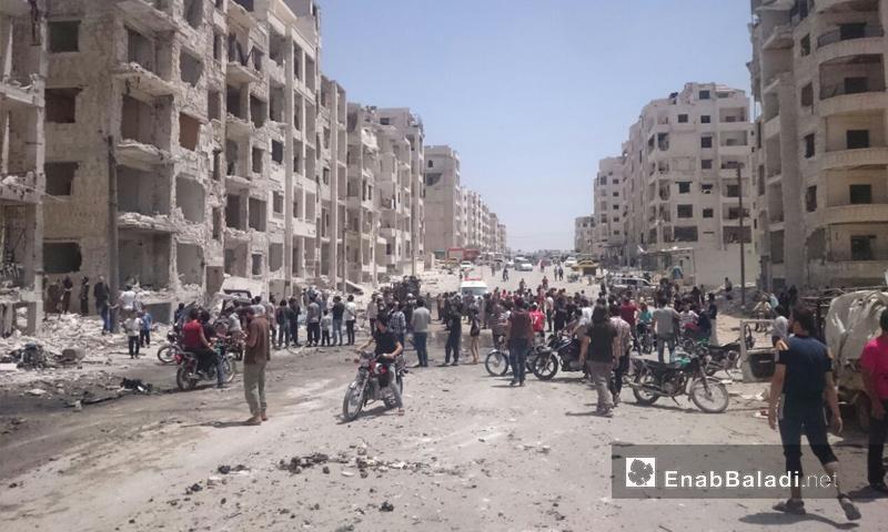 آثار انفجار سيارة مفخخة في شارع الثلاثين بمدينة إدلب - 26 من أيار 2018 (عنب بلدي)