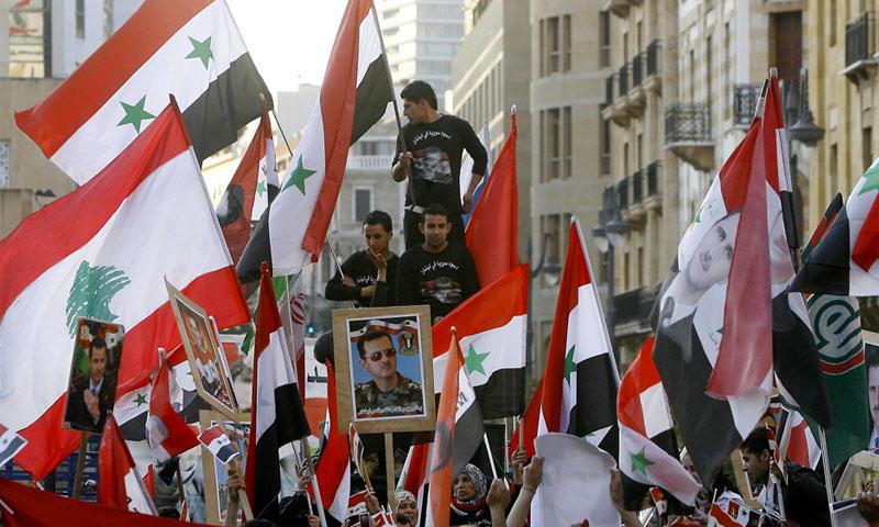 متظاهرون مؤيدون لرئيس النظام السوري بشار الأسد في بيروت - شباط 2012 (AFP)