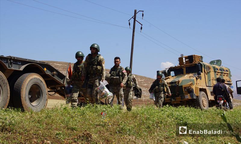 تمركز القوات التركية في قرية شير المغار بجبل شحشبو بريف حماه الغربي – 14 أيار 2018 (عنب بلدي)