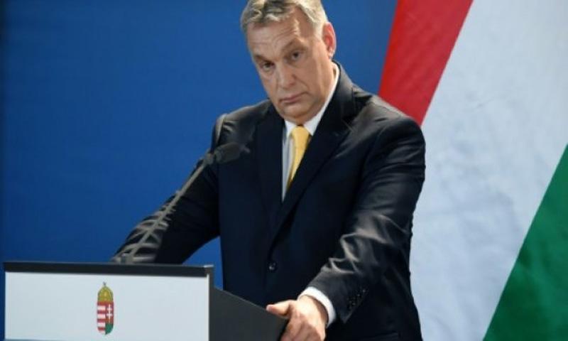 رئيس الوزراء المجري فيكتور اوربان في مؤتمر صحافي في 10 نيسان/ابريل 2018 في بودابست (AFP)