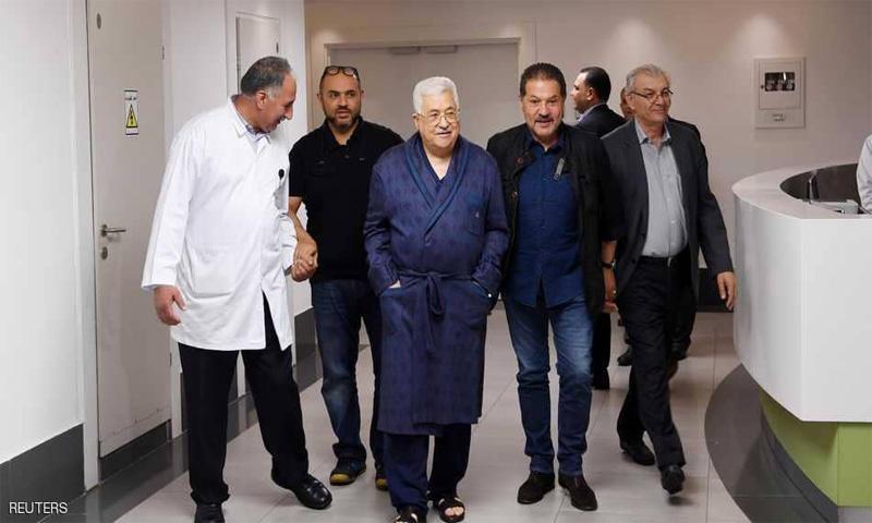 الرئيس الفلسطيني، محمود عباس، خلال وجوده في مستشفى رام الله (رويترز)